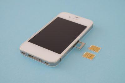iPhoneにSIMカード