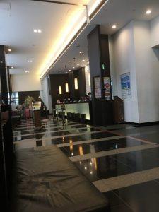 アパホテル大阪肥後橋駅前のフロント