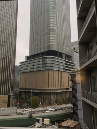 アパホテル大阪肥後橋駅前から臨むフェスティバルホールビル
