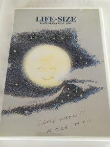 SAME MOON 同じ月を見てるイラスト