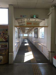 芦原温泉駅のホームへ出る通路