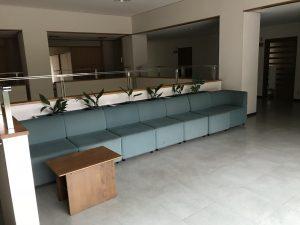 近江勧学館の2Fのソファー
