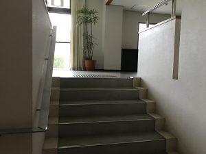 クイーンがあがってきた階段