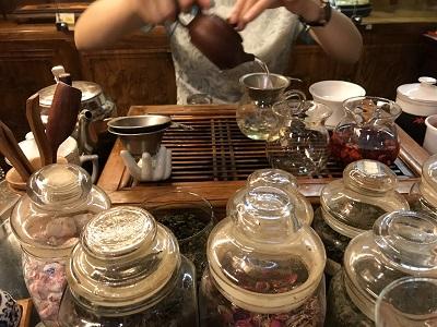 茶芸館での試飲