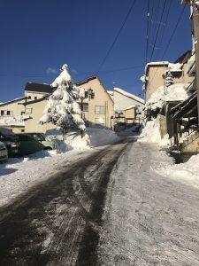 赤倉温泉の坂道